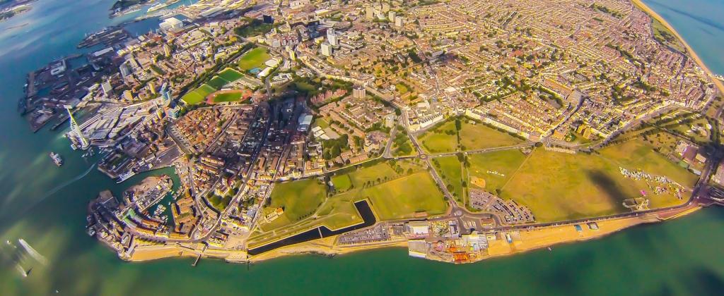 Veduta del porto della città