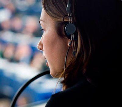 Interpreti: scegliere un'agenzia o dei liberi professionisti?
